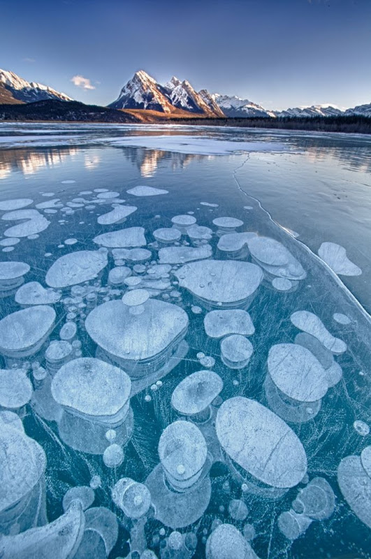 World Of Technology: Frozen Air Bubbles in Abraham Lake